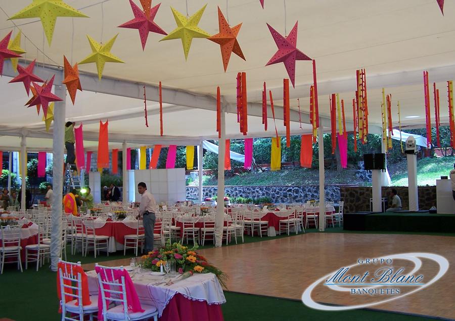 Fiesta de 15 a os con ambiente lounge bar grupo mont blanc for Decoracion en jardin para 15 anos